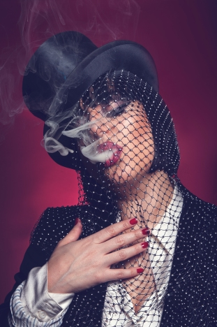 Carla Lippis_by Ayesha Hussein_top hat